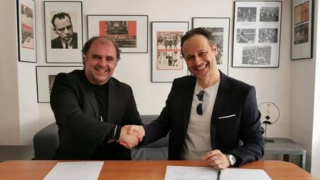 Директорът на Софийската филхармония Найден Тодоров и новият главен гост-диригент Саша Гьотцел