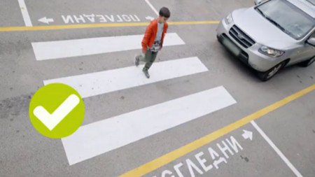 Кадър от клипа, посветен на пешеходците