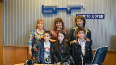 Емил Величков, Катрин Филипова, Александър Донков,  Даниела Иванова, Даниела Цанкова и Лилия Старева (отдясно наляво)