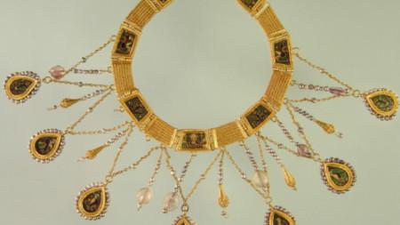 Двустранна огърлица от злато, планински кристал и аметисти