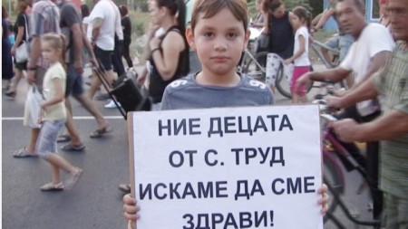 Местните жители протестираха с настояване централата на биомаса да спре да обгазява селото.