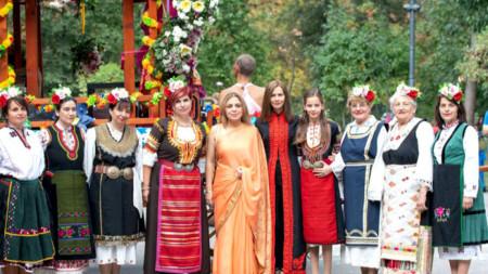 Посланик Пуджа Капур (в средата) на миналогодишното издание на фестивала Ратха Ятка