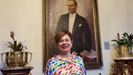Посол Айлин Секизкьок