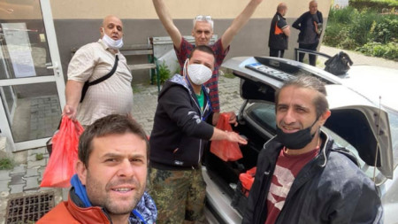Сред доброволците са и актьорите Фахрадин Фахрадинов и Филип Аврамов
