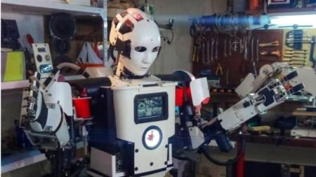 Първият български хуманоиден робот Роки