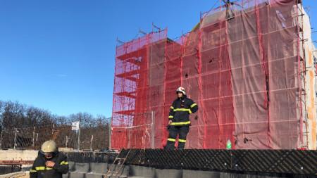 Огнеборците в Русе потушиха пожара в подпокривното пространство
