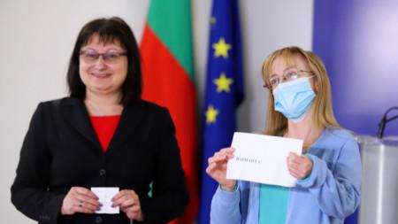 Национално външно оценяване - зам. - министърът на образованието Мария Гайдарова /вляво/