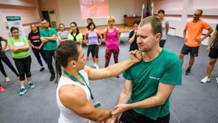 Васил Тепеделенев е в стихията си в залата за упражнения, но има какво да посъветва и в дните на изолация