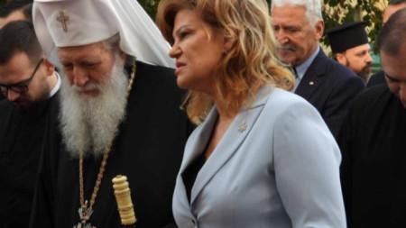 """Удостояването на Негово Светейшество със званието """"Почетен гражданин на Перник"""" е по предложение на Инициативен комитет, оглавяван от областния управител на Перник Ирена Соколова."""