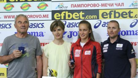 В Пресклуб България бяха наградени Милена Тодорова, световна вицешампионка за жени до 23 г. и Михаил Клечеров, старши треньор на националния отбор.