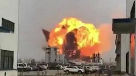 Кадри от експлозията, пуснати от очевидци в китайска социална мрежа.