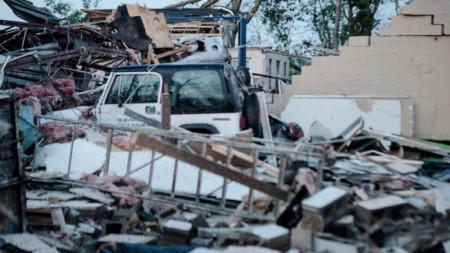Последици след преминаване на торнадото през Дейтън.