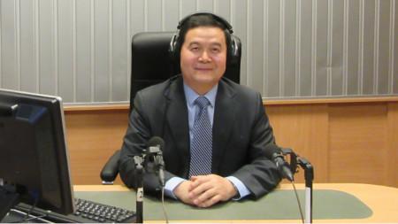 """Н.Пр. г-н Дун Сяодзюн, извънреден и пълномощен посланик на Китайската народна република у нас, в студиото на програма """"Христо Ботев"""""""
