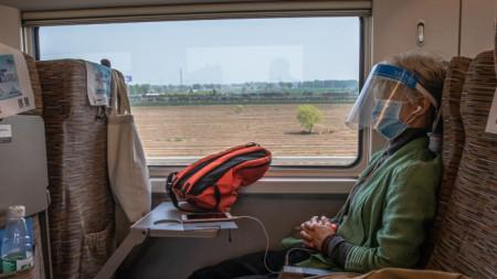 Пътник във влака, пътуващ от Ухан за Пекин -  15 април 2020 г.