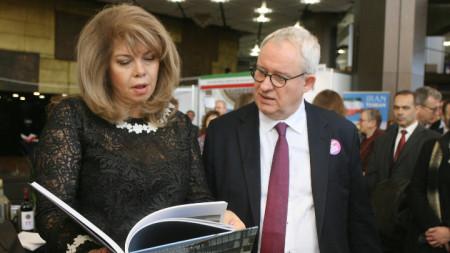 Вицепрезидентът Илияна Йотова и вицепрезидентът на Франкфуртския панаир на книгата Тобиас Фос.