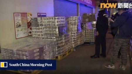 Задържани са откраднати над 600 рула тоалетна хартия извън супермаркет в Хонконг