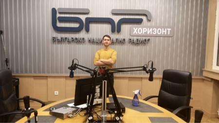 Виктор Николов