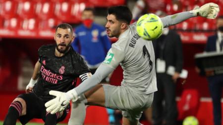 Карим Бензема бележи четвъртия гол във вратата на Руи Силва при победата на Реал (Мадрид) с 4:1 над Гранада
