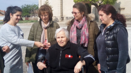 Баба Ана Арапова с жени от Житница