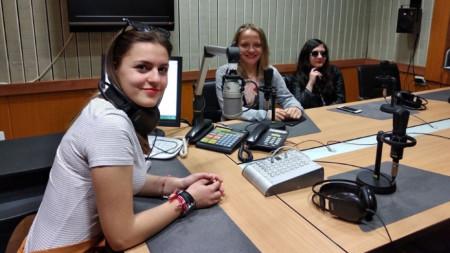 Жана Гошева пред микрофона в студиото на Радио Благоевград