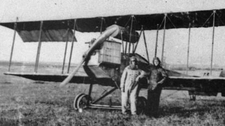 """Първият български самолет """"Експрес"""" (""""Йорданов-1""""). Асен Йорданов завършва конструирането му лятото на 1915 г."""