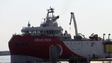 Турски сондажен кораб на пристанището в Анталия - 17 септември 2020