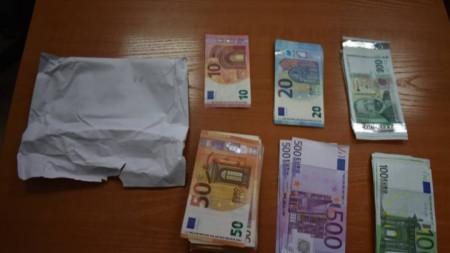 427 000 лева във валута и левове са били иззети от банкова касета на главния секретар на ДАБЧ.