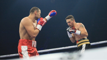 Тервел Пулев (вляво) ще боксира на 23 март в Калифорния.