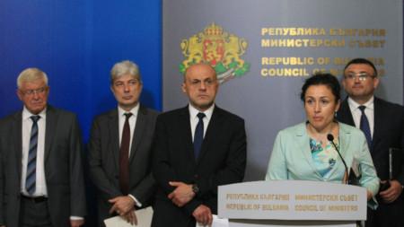 В България към настоящия момент има регистрирани 65 свинекомплекса със съответните нива на мерките за биосигурност. В 3 от тях вече бе установена африканска чума по свинете, каза Десислава Танева.