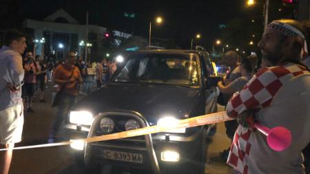 """Протестиращите блокираха за втори път бул. """"Ситняково"""" при румънското посолство"""