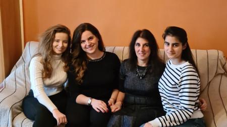 Катерина Любенова, Никол Илиева и София Асенова от 11 клас на 9 ФЕГ