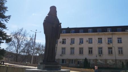 Паметникът на Екзарх Йосиф в Ловеч