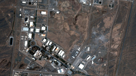Сателитни изображения на съоръженията за обогатяване на уран в Натанз, на около 300 км южно от столицата Техеран.