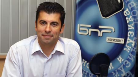 El ministro interino de Economía, Kiril Petkov, en el estudio de Radio Nacional de Bulgaria