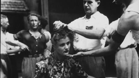 Френска жена е наказана с публично бръснене на главата, 1944 г.