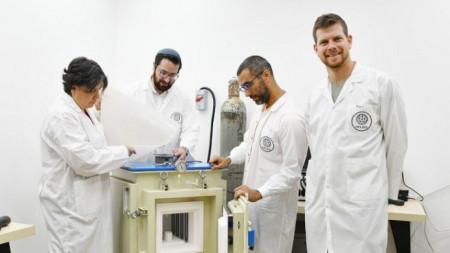 Eкип на Хелиос, вдясно: Йонатан Хауснер, Орен Лори, д-р Брайън Росен и д-р Линоам Елиад