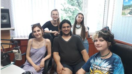 Павел Цонев и ученици от НУМСИ