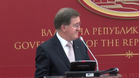 Бившият генерален секретар на НАТО Джордж Робъртсън в Скопие след среща с премиера на Северна Македония Зоран Заев - април 2018