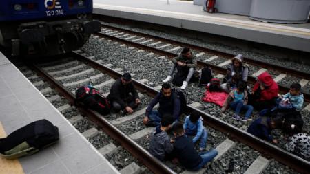 Протест на мигранти на централната жп гара в Атина