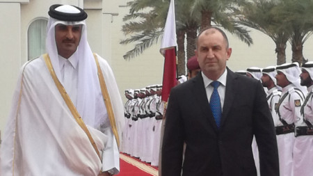 Президентът Румен Радев беше посрещнат с официална церемония от Шейх Тамим бин Хамад Ал-Тани в Доха