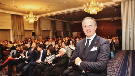 Анджело Капуро при представянето на круизите в София