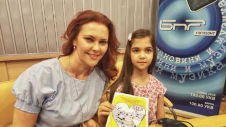 Светла Иванова и дъщеря й Стела в студиото на предаването