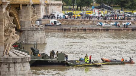Спасителна акция в Будапеща, след като корабчето се удари с по-голям катер за разходки в река Дунав