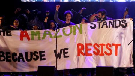 Активисти протестират в Мадрид преди началото на 25-ата климатична конференция на ООН