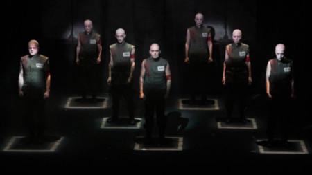 """Спектакълът """"Последният човек"""" събира изключителен състав – режисурата и драматургичната версия са на Веселка Кунчева, сценографията и и куклите са дело на Мариета Голомехова, а музиката е на Христо Намлиев и Милица Гладнишка."""