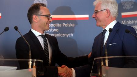 Полският външен министър Яцек Чапутович (вдясно) по време на срещата си през август с колегата си от Германия Хайко Маас потвърди претенциите на Варшава
