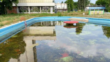 Открит плувен басейн в Кърджали