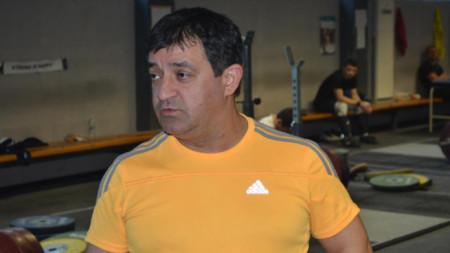 Старши треньорът Иван Иванов.