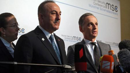 Турският външен министър Мевлют Чавушоглу и германският му колега Хайко Маас в Мюнхен.