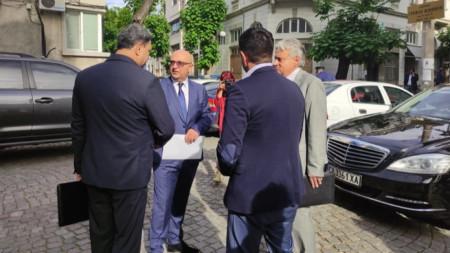 Служебният МВР шеф Бойко Рашков пристигна в Пловдив, за да обяви промените в ръководството на местната полиция.